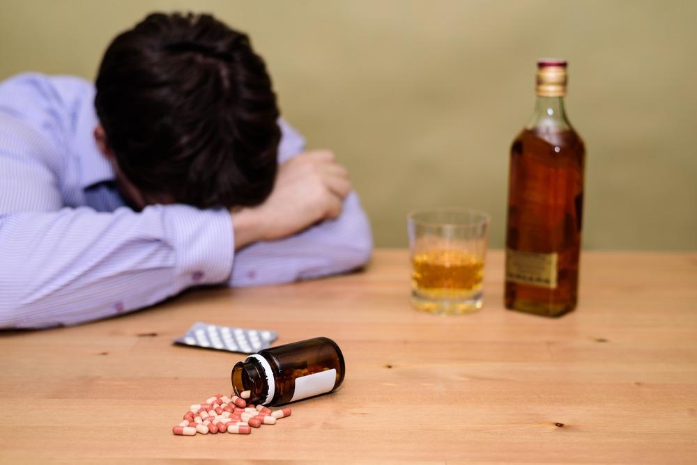 Почему алкоголик может стать наркоманом